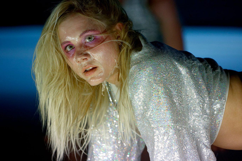 Luna Eggers Matz in een performance van Fernando Belfiore