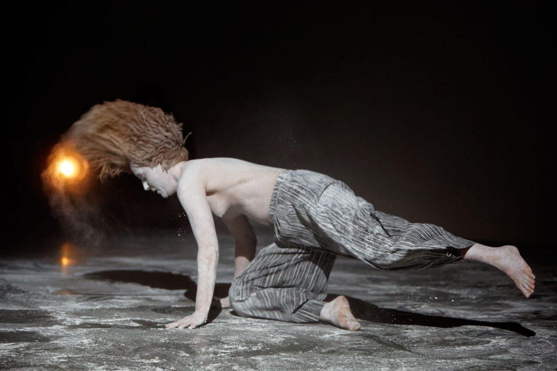 ellis-van-vbeldhuizen-beyond-dansmakers-theaterfotografie-thomas-lenden