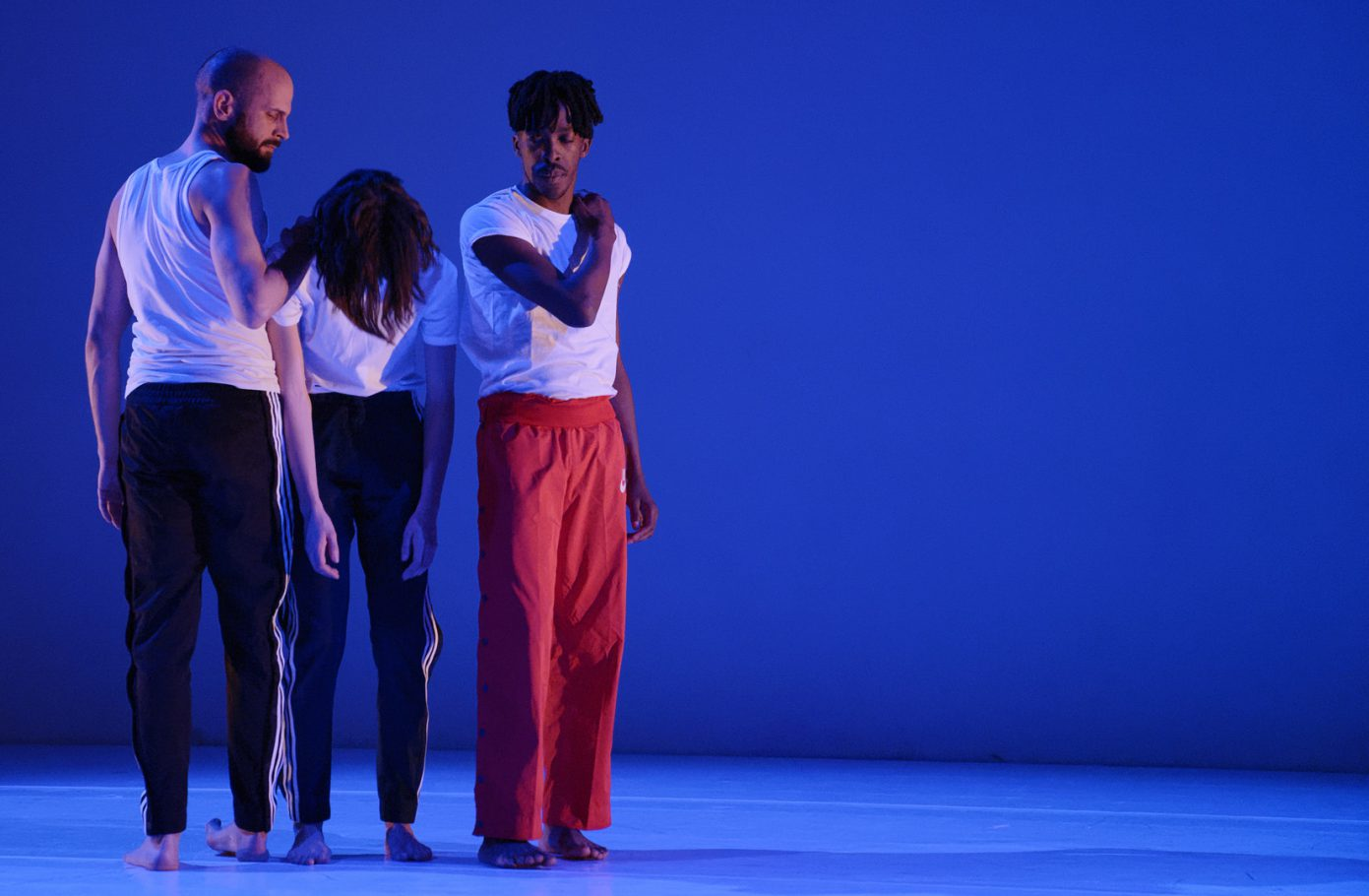 moving-future-dansmakers-amsterdam-transitioning-performance-connor-schumacher-christopher-tandy-orla-mccarthy-nicolas-coutsier-dans-theater-fotografie-thomas-lenden